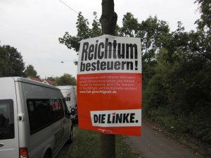 Wahlplakat Die Linke &quot;Reichtum besteuern&quot;