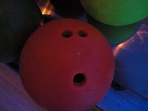 Faces in Places - Die staunende Bowlingkugel